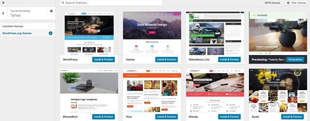 Podes pesquisar, escolher e instalar temas a partir do personalizador
